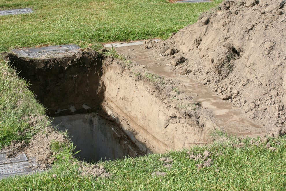 Exhumare la Satul Nou în cazul unei suspiciuni de crimă