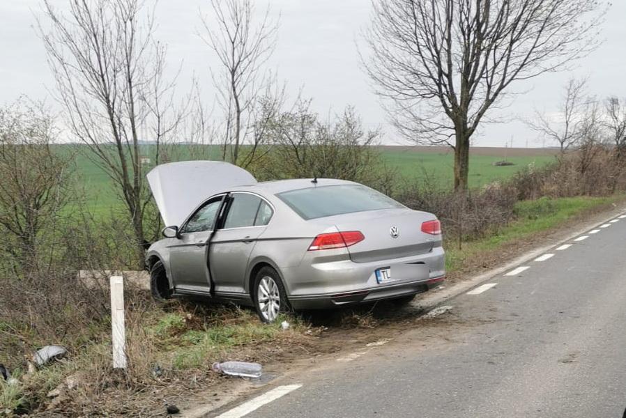 Accident la Somova. Doar o minune a ţinut şoferul în viaţă...