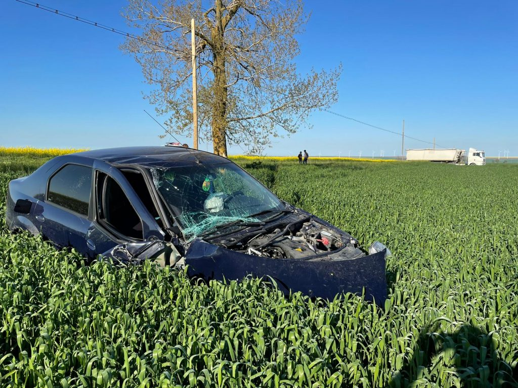 Accident aproape de Casimcea, din cauza neatenţiei