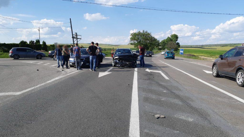 Accident în intersecţia Cataloi. Patru răniţi şi trei maşini avariate
