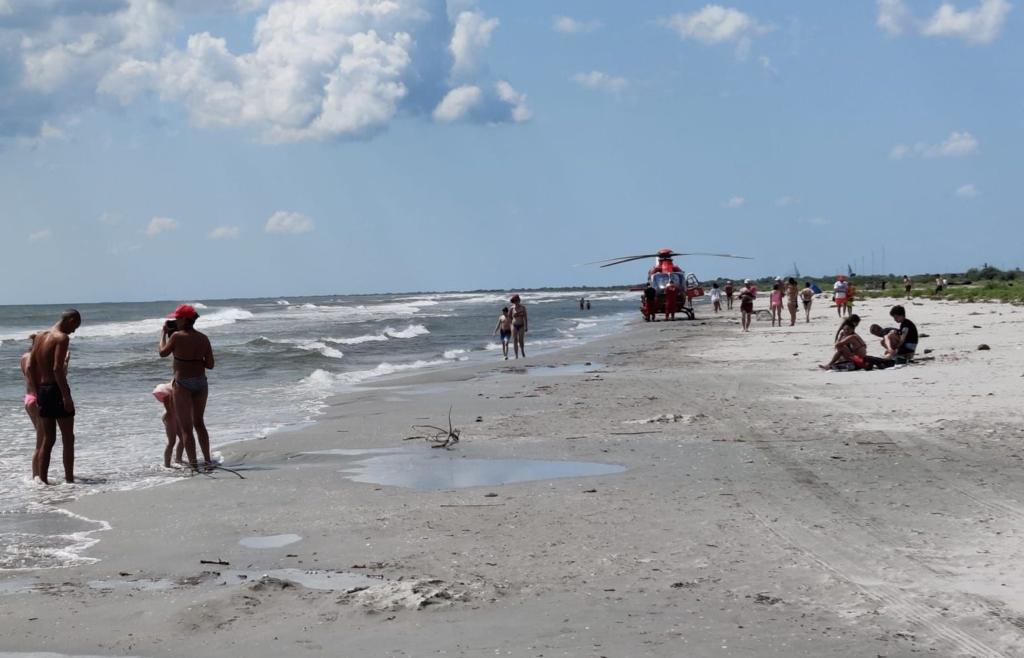 Un turist s-a înecat azi, în mare, la plaja Sulina