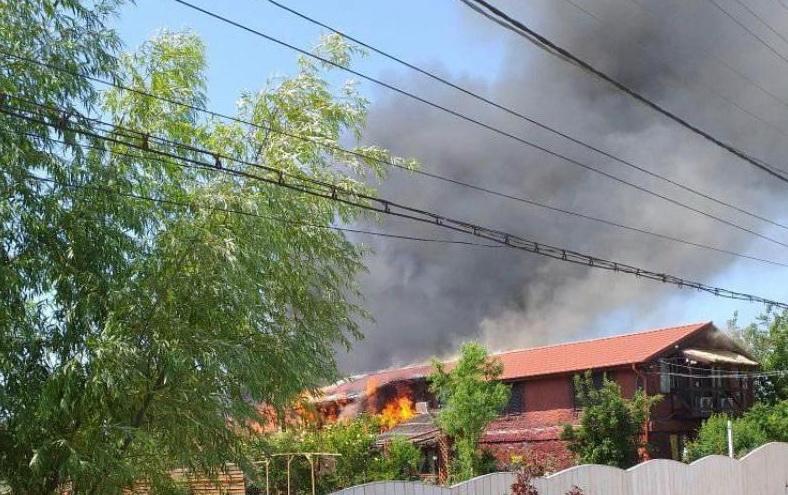 VIDEO - Incendiu la o pensiune în Crişan