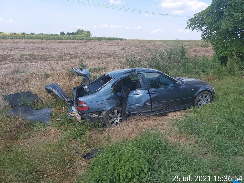 O femeie a produs un accident pe DN22. O alta, a fost rănită!